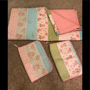 Queen reversible quilt set